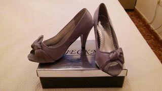 Zapatos grises de fiesta