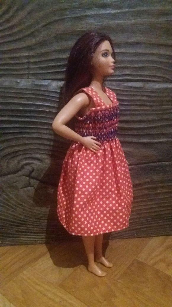 Barbie ancha de caderas Mattel