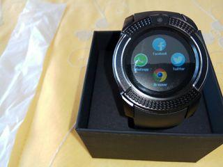 Reloj smartwatch nuevo en su caja.