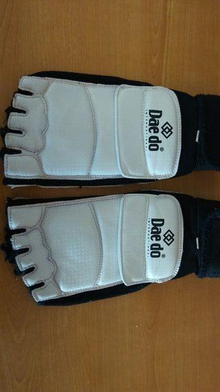 protector pies Taekwondo