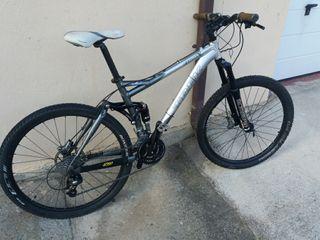 Bicicleta MTB trek fuel
