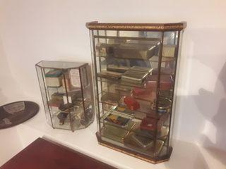 vitrinas con medicamentos antiguos auténticos