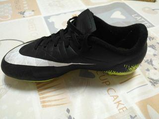 Botas de fútbol marca Nike