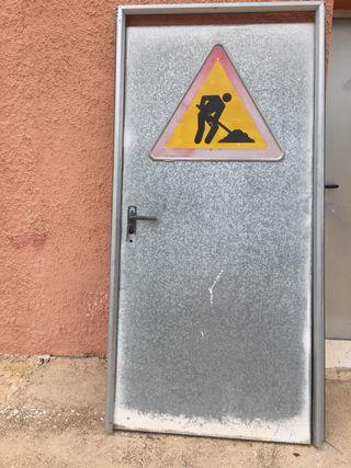 Puerta exterior galvanizada