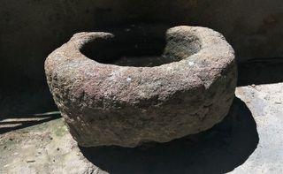 Antigua PILA BEBEDERO DE GRANITO..