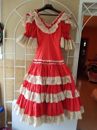 Vestido de faralaes, flamenca o sevillana