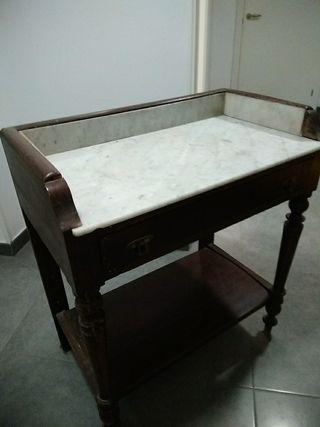 Mesa dormitorio antigua