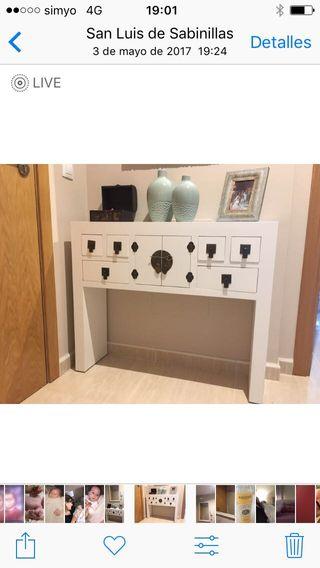 Mueble de entrada y espejo
