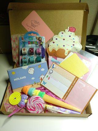 cajas de materiales escolares