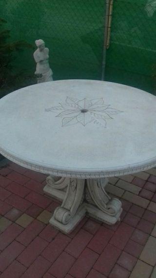 mesa de piedra jardin