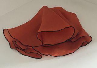 Pochette soie 100% ronde couleur orange fauve