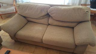 1 sofá con mesita