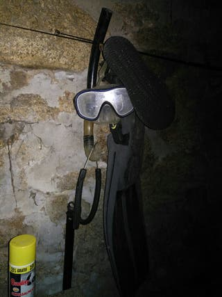 gafas y tubo de pesca submarina