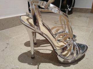 zapato sandalia tacón fiesta plateados