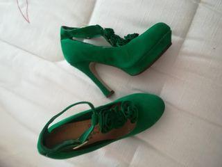 Zapatos verdes nuevos