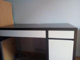 Mesa para ordenador de sobremesa