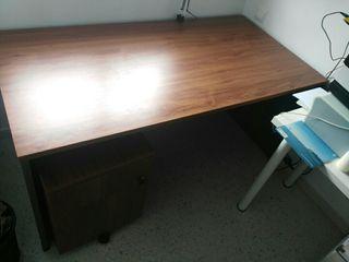 Mesa despacho y cajonera con cerradura. nogal