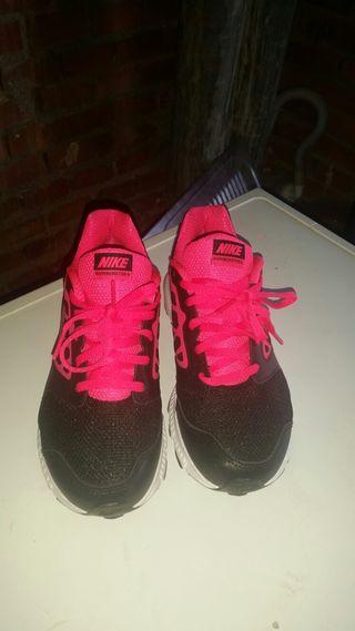 A Vendre Nike Chaussures De Sport Pour Second Hand Fille 35