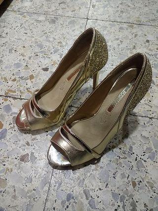 sandalias doradas