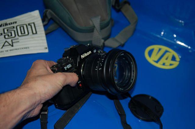 Camara analogica NIKON modelo F-501 buen estado