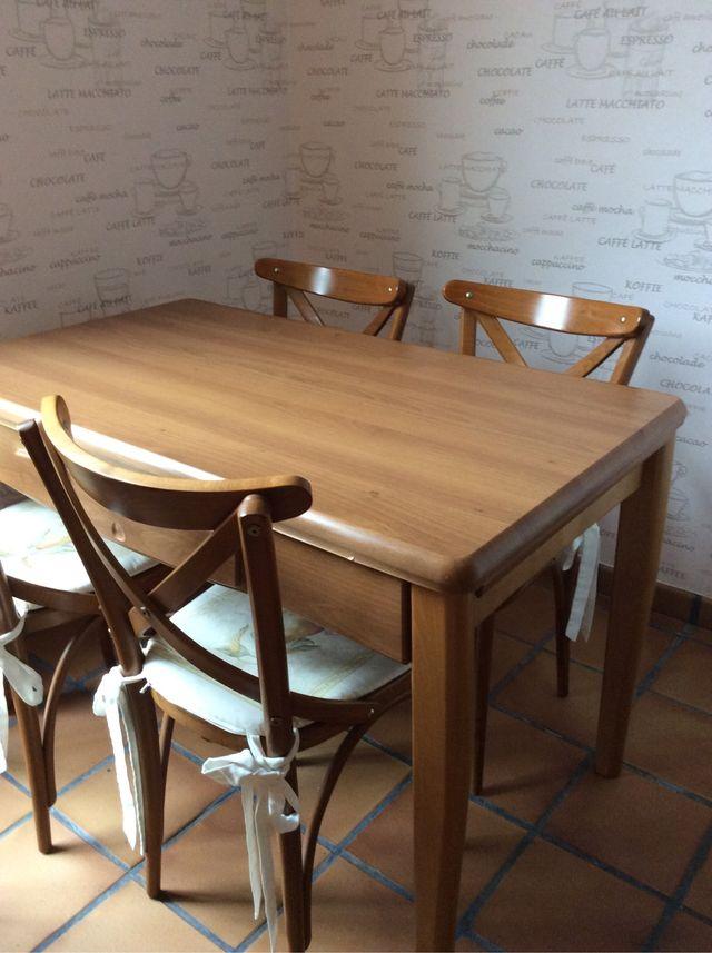 Mesa cocina pies madera de segunda mano por 35 € en Aeropuerto de ...