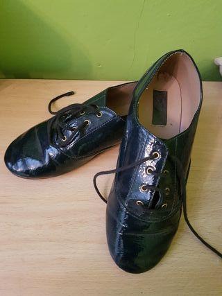 Zapatos de charol de zara