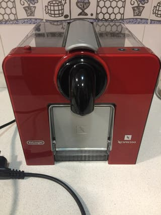 Cafetera nespresso delonghi roja