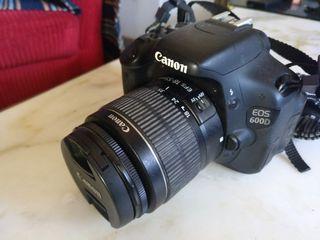 Cámara Canon 600d + 2 baterías y cargador