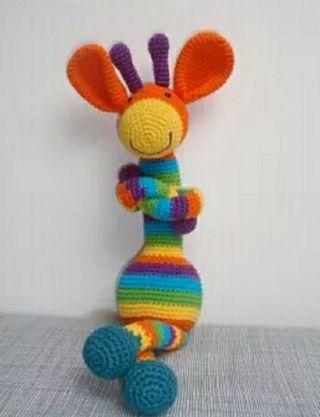 Muñeco jirafa crochet.