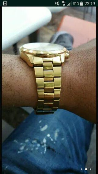 reloj lotus dorado con caja