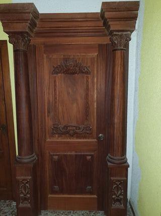 puerta de madera nogal