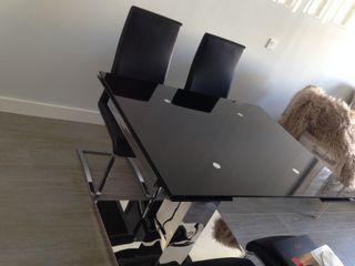 Conjunto de mesa comedor y sillas diseño