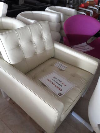 Chair en piel blanca.