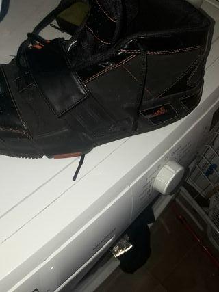 Zapatilla adidas de basket