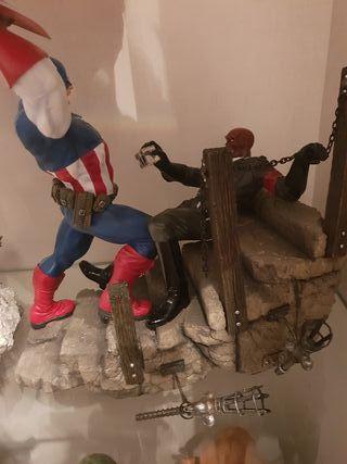 Diorama Capitan America vs Craneo Rojo Exclusive
