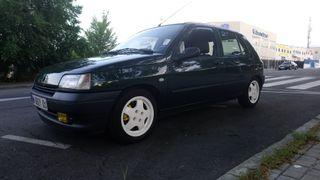 Renault Clio 1.8i S