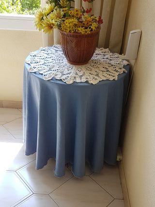 mesa camilla muy bonita con tapete y faldón