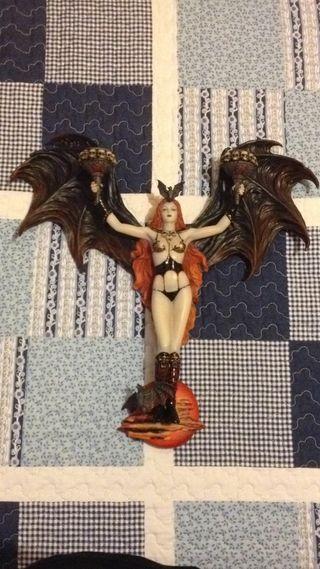 Vampira: Figura Candelabro de Resina