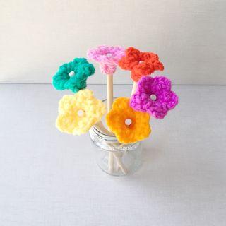 Lápiz flor de crochet