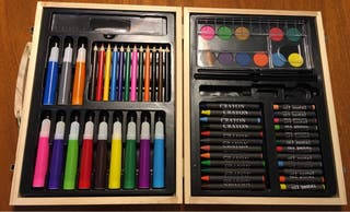 Caja de colores, rotuladores y más. NUEVA.