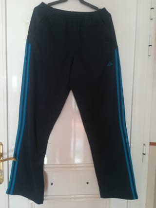 Pantalón deportivo adidas azul marino.