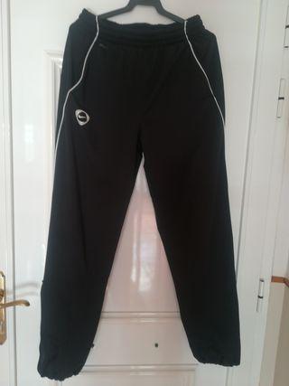 Pantalón deportivo nike negro. Talla M.