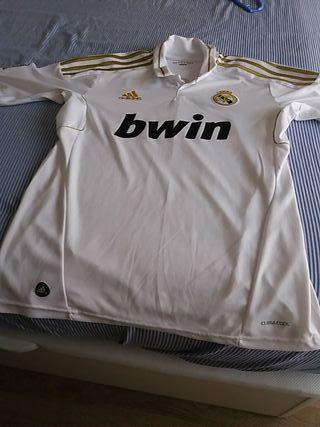 Camisetas del Real Madrid y del Liverpool.