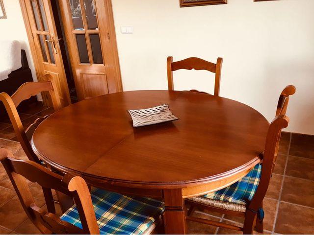 Mesa comedor y sillas de segunda mano por 295 € en Madrid en WALLAPOP