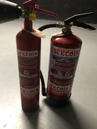 Dos extintores