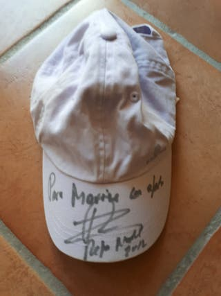 Gorra firmada por Rafa Nadal