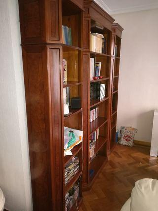 Elegante estantería clásica madera noble impecable