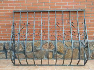 Reja de hierro forjado para ventana