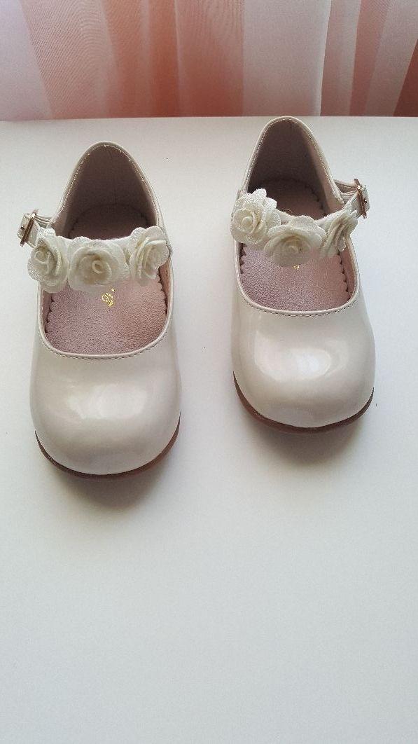 8a55dc49e7f Zapatos de ceremonia niña Talla 25 de segunda mano por 9 € en Playa ...