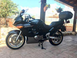 Moto suzuki GSX F 750